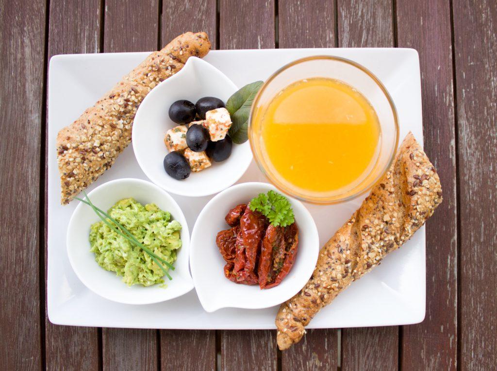 breakfast 1804436 1024x764 9 super przepisów na pasty do smarowania pieczywa