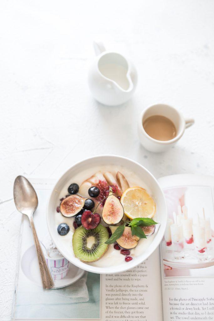 brooke lark 331977 unsplash 683x1024 Top 5 śniadań, które dadzą Ci energię na cały dzień [UWAGA SŁODKIE]