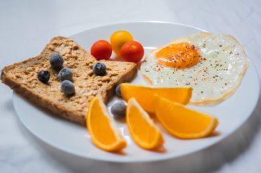 Jadłospis 1500 kcal dla osoby zdrowej – ŻYWIENIOWE INSPIRACJE